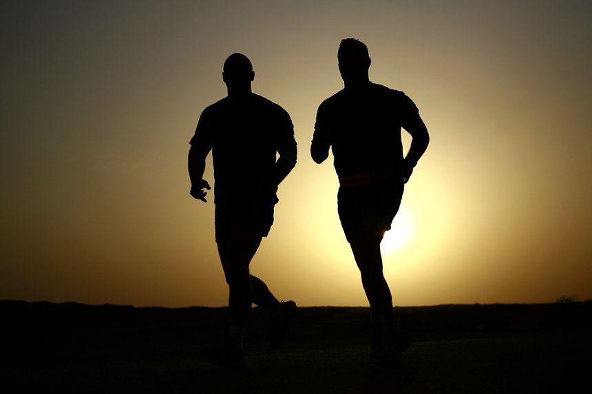71e3c842 Jak zacząć biegać? Najlepiej w towarzystwie biegaczy, którzy motywują do  treningów. Fot.
