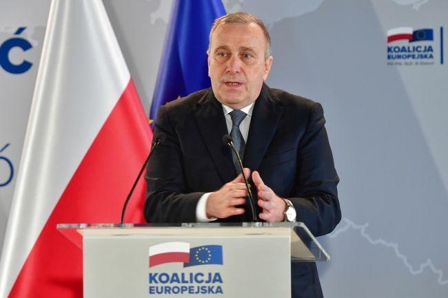 Przewodniczący PO Grzegorz Schetyna przemawia podczas regionalnej konwencji Koalicji Europejskiej w Szczecinie. fot. PAP/Marcin Bielecki